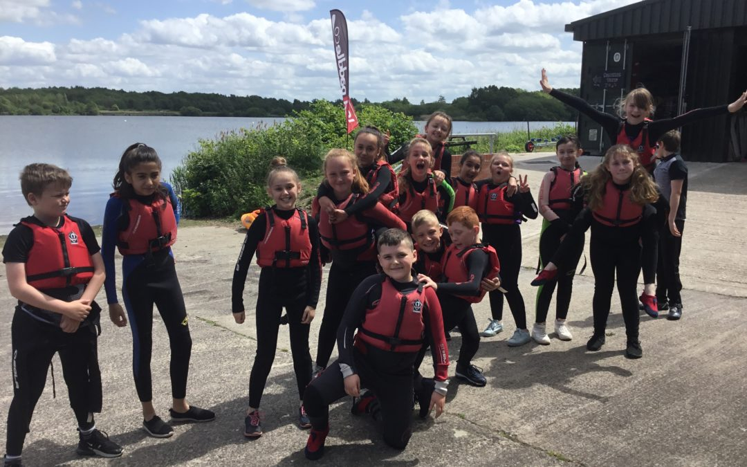 Y6 get the 2019 sailing courses started!